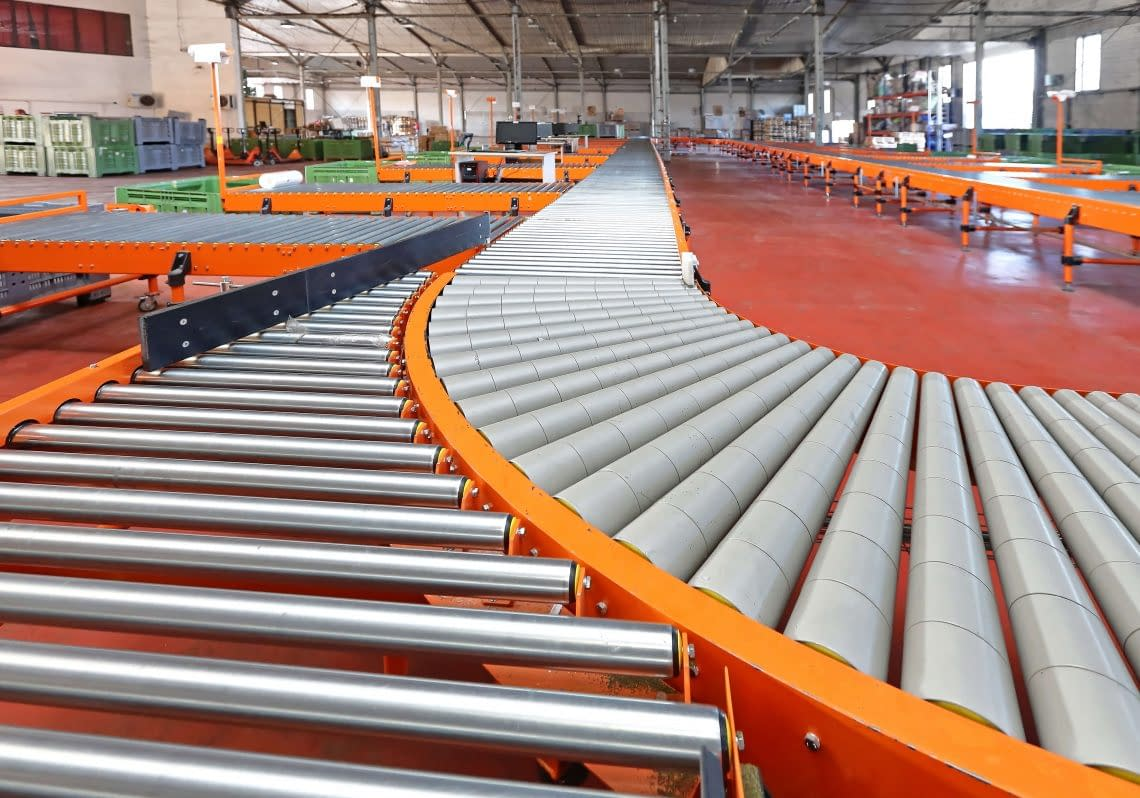 Conveyor Roller Sorting System in Distribution Warehouse